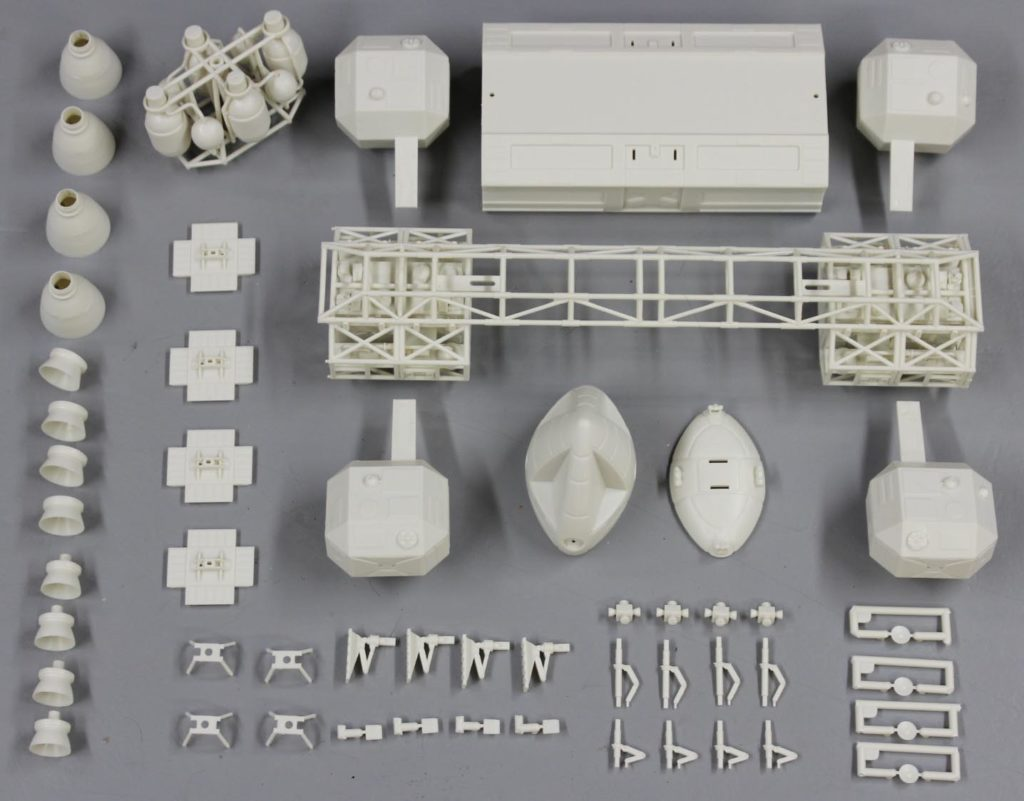 space 1999 1//72 scale glider Sci-Fi model kit